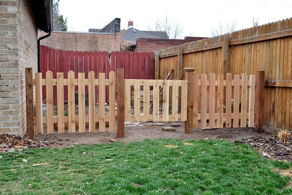 Small fencing for garden design ideas