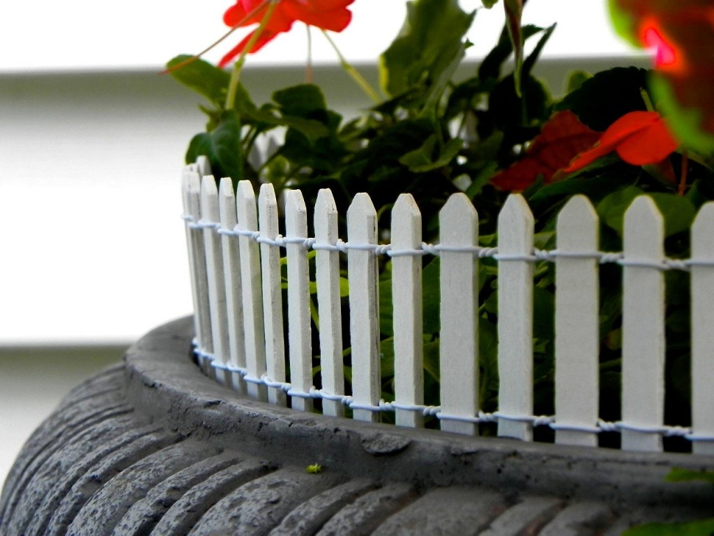 18 in Wood Picket Garden Fence