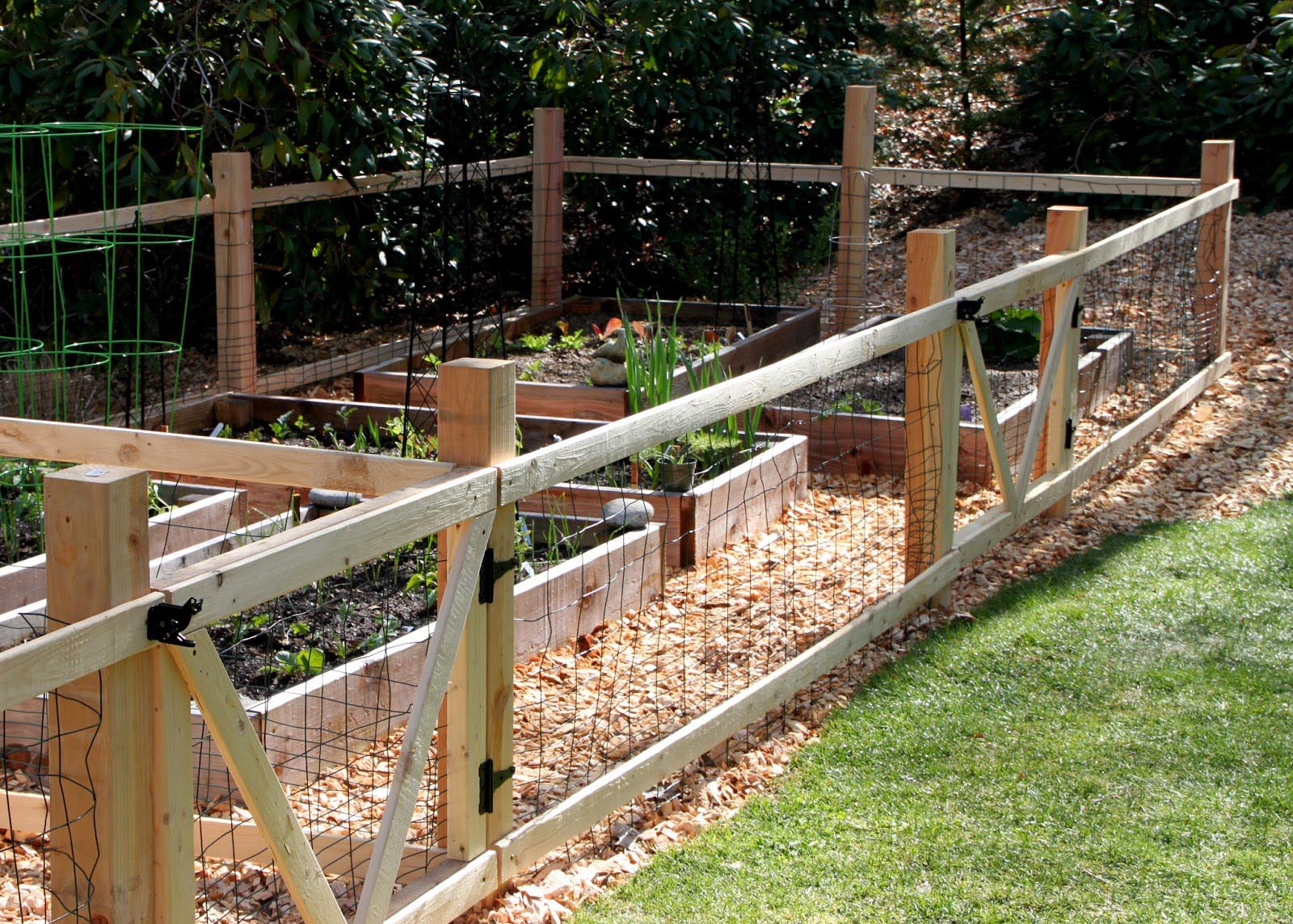 DIY Wooden Garden Fence