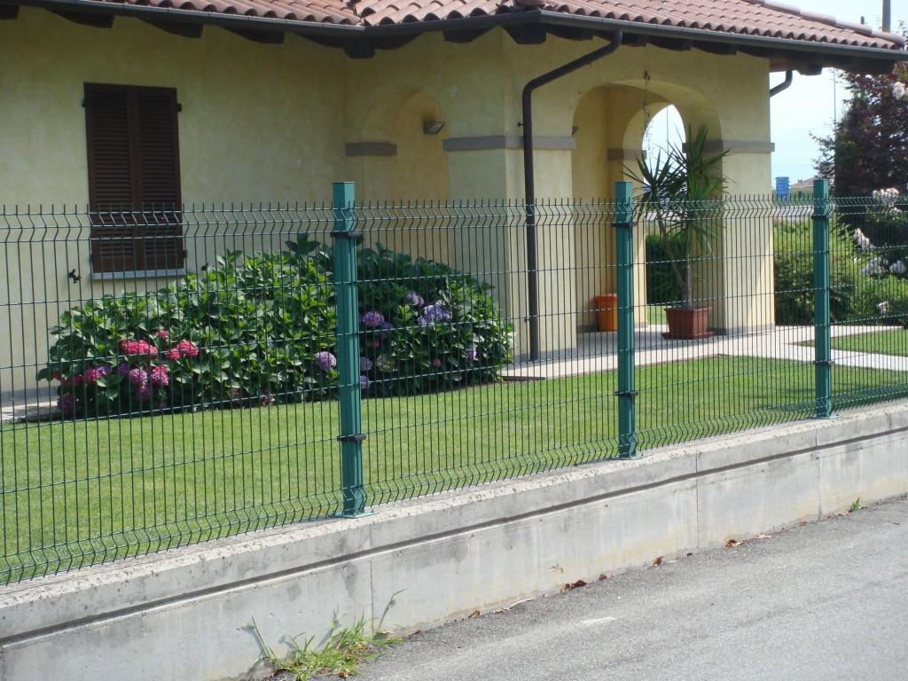 Green Wire Garden Fence