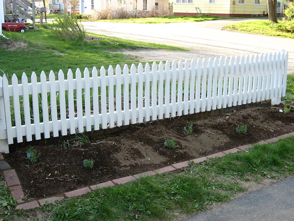 Wood Picket Garden Fence